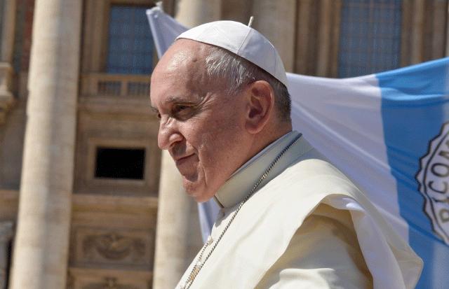 El papa francisco estuvo encerrado en un ascensor